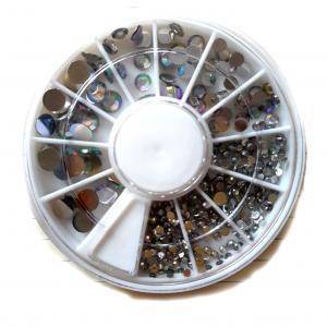 Стразы белые (радужные) разного размера 500 шт колесо